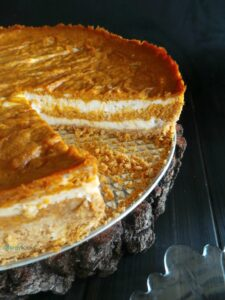 Delight & surprise your friends with this allergy-friendly (& vegan) pumpkin cheesecake