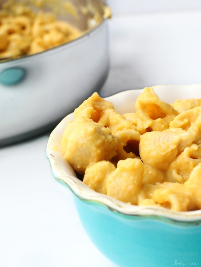 bowl of mac n cheese