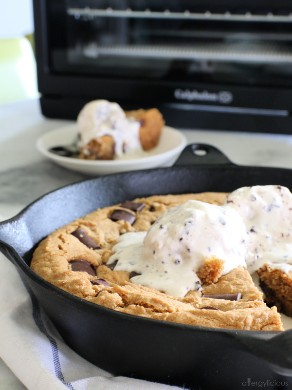 baked chocolate chip skillet cookie
