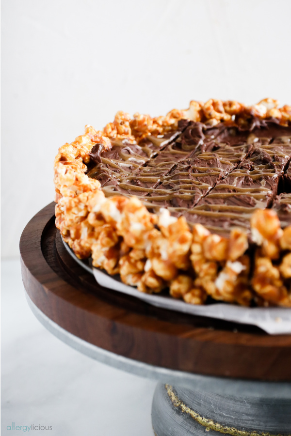 yummy chocolate popcorn pie