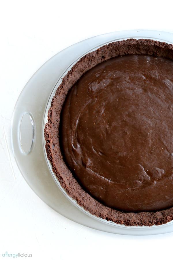 Dreamy & delicious chocolate cream pie