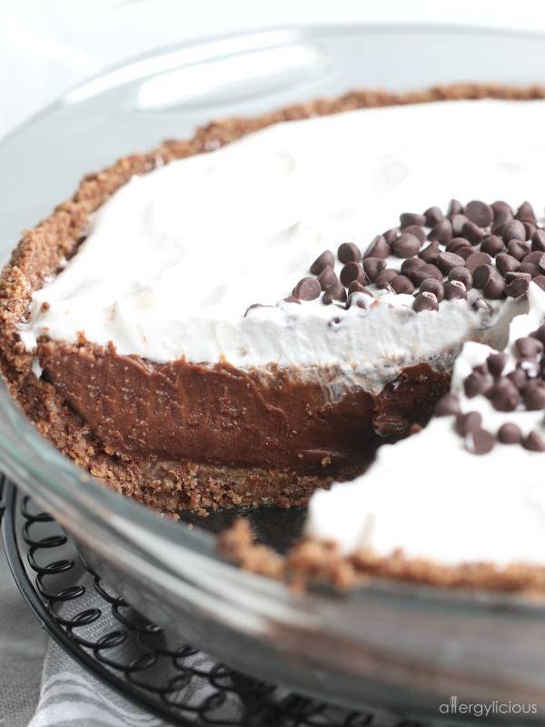 Smoothy & dreamy, nut-free chocolate cream pie